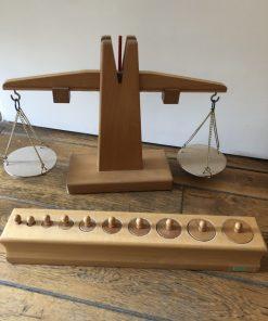 Madamvintage - weegschaal en gewichtjes