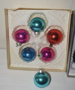 Madamvintage - gekleurde kerstballen