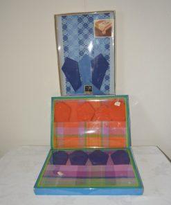 Handwerk/wollen krukjes - macramé- & gordijnen - tapijt - tafelkleed